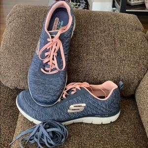 NWOT- Skechers Dual-Lite Memory Foam Sneakers